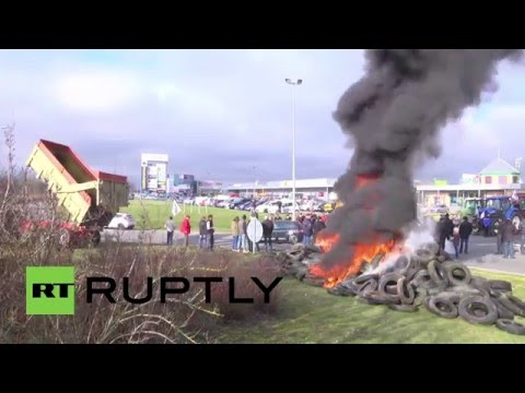 France: Dairy farmers block traffic, burn tires to protest market conditions