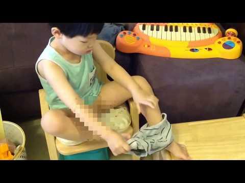 練習穿上小內褲 (戒尿布訓練過程之一)