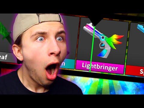 I UNBOXED THE NEW CHROMA GODLY LIGHTBRINGER! *MM2 UPDATE REACTION* (NEW MAP + NEW BOX)