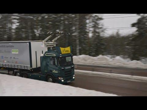 Autostrada electrică din Suedia unde camioanele circulă pe fir, ca tramvaiele
