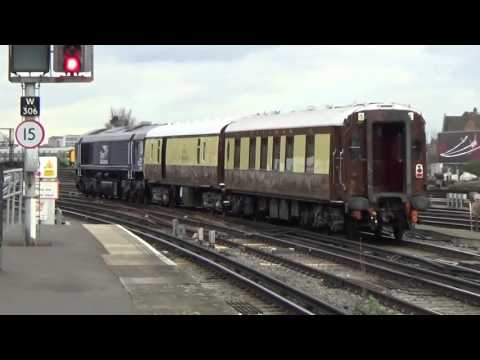 66422+Pullman coaches passing Clapham Junction