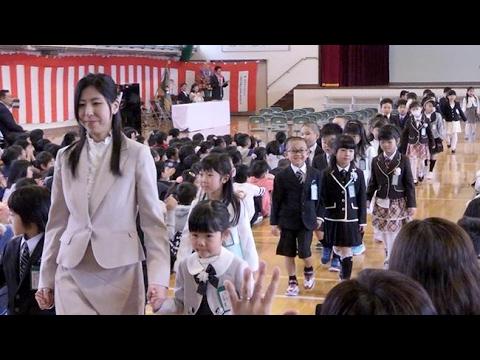 北海道内の小学校で入学式 新1年生、期待いっぱい初登校 (2017/04/06)北海道新聞