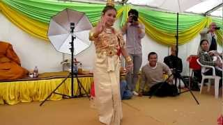 Thai-Tanz in Deutschland-Wat Buddha Piyawararam in Dreieich-Götzenhein in Hessen