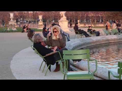 Parisian enjoying a little break in the Jardin des Tuileries, Paris.