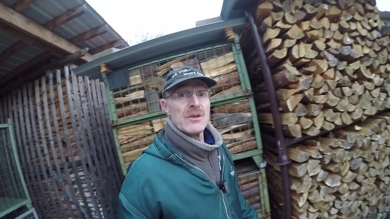 brennholz richtig lagern how to stack firewood properly youtube. Black Bedroom Furniture Sets. Home Design Ideas