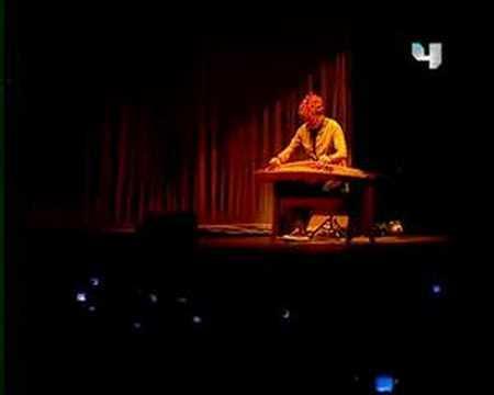 Shakira - Singing in Arabic / Live in Dubai 2007
