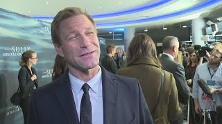 Sully Premiere: Aaron Eckhart Does BEST Clint Eastwood Impression!