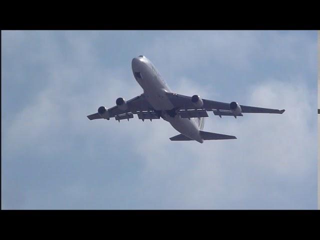 Boeing 747 jumbo entrant als núvols - Aeroport del Prat  - Maig 2017