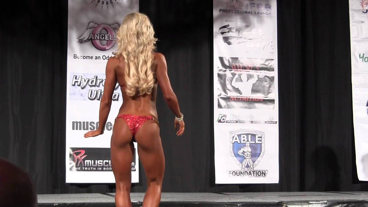 806297617cdc8 Justine Munro Posing At The 2012 IFBB Greater Gulf States - YouTube