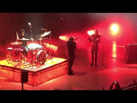 heavydirtysoul - Twenty One Pilots live @Queen...