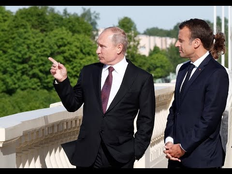 RAW: Putin meets Macron in St. Petersburg