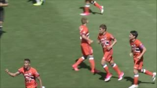 右からファーへのクロスに鈴木 武蔵(新潟)が頭で合わせ、前半2分でチ...