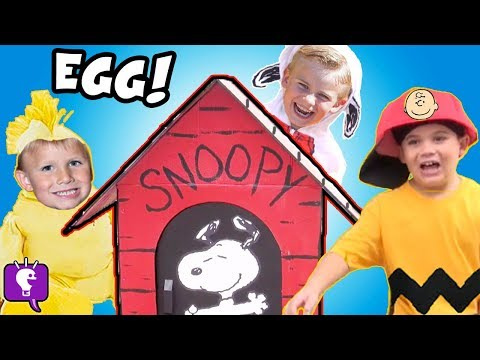 World's Biggest SNOOPY Dog House! The PEANUTS Movie Toys Charlie Brown HobbyKidsTV