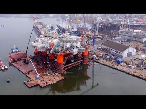 Gigantyczna platforma Safe Scandinavia w Gdańskej Stoczni Remontowej - zdjęcia lotnicze