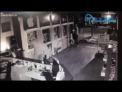 Beelden van inbraak in telefoonwinkel Assen