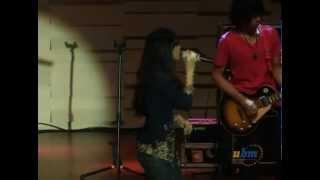 Vierra - Dengarkan Curhatku (live in Universitas Bunda Mulia)