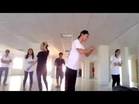 Tập cử điệu bài TẾT NGUYÊN ĐÁN By nhóm múa HỒNG ÂN