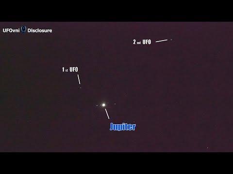 nouvel ordre mondial   2 UFOs fly Near The Jupiter By Lens 300mm - June 3, 2018