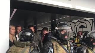 """ОМОН заблокировал входы и выходы в метро """"Китай город"""""""