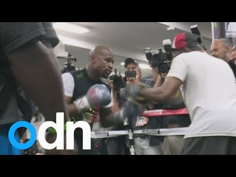 Floyd Mayweather holds open training session ahead of Manny Pacquiao fight