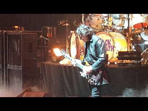 Black Sabbath - Iron Man - Full HD - Chicago - 01/22/16 - United Center