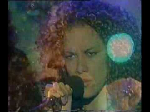 Billie Mayers - Kiss the rain