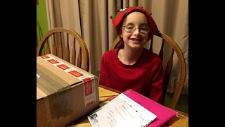 Baixar Sasha get's some special Christmas mail!
