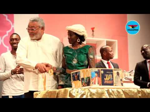 Rawlings cuts 70th birthday cake at National Theatre