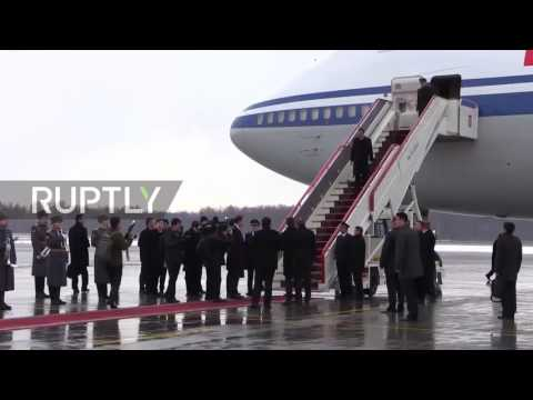 Russia: Li Keqiang arrives in St. Petersburg for Medvedev meeting