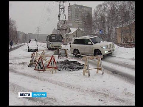 На пр.Октябрьский провалилось дорожное покрытие