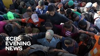 Migrant caravan reaches southern U.S. border