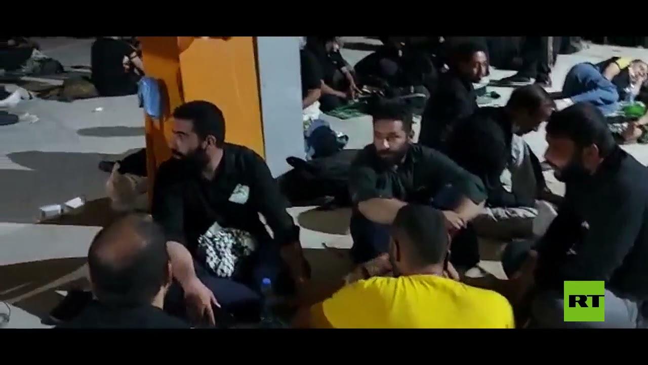 بانتظار قرار من بغداد.. زائرون إيرانيون يفترشون الأرض على الحدود مع العراق