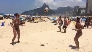 Такое можно увидеть только в Бразилии на пляже