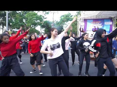 "Flashmob ""Ayo Nonton"" Pesta Rakyat Kominfo CFD Solo #AyoNontonAG2018 #AGDanceChallenge"