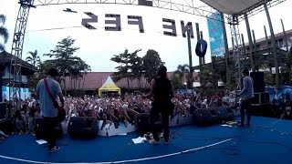 "Rocket Rockers - Hari Untukmu - Tetap Dalam Jiwa "" Isyana Sarasvati "" (Live at SMPN 1 Cimahi )"