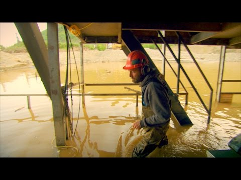 When Your Floating Dredge Just Won't Float | Gold Rush