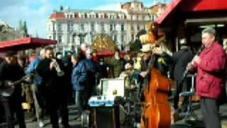 プラハ旅行中に見かけたサッチモばりのディキシーランドジャズ。