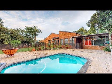 3 Bedroom house for sale in Die WIlgers | 2 Bath | Study | Pool
