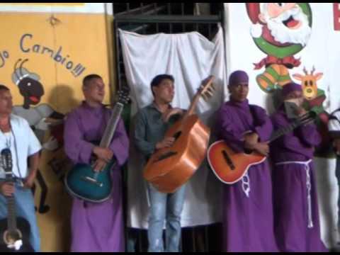 Privados de libertad en penal de apanteos elaboran alfombras en conmemoracion de la semana mayor