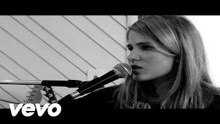 Смотреть клип Laura Rizzotto - Better Place