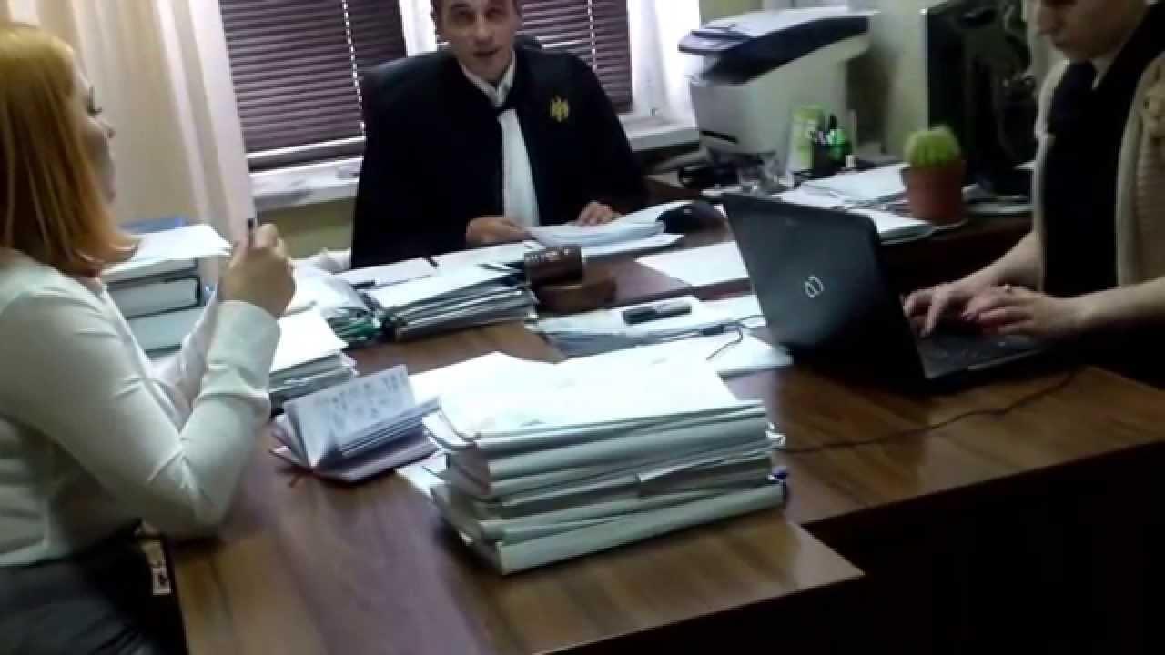 Judecătorul Pavliuc scoate oamenii din sală la ședințe publice