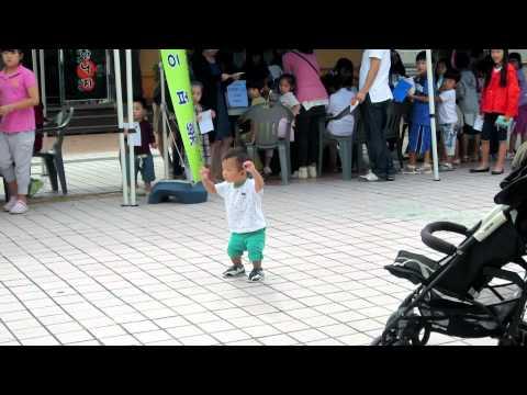Korean baby dancing