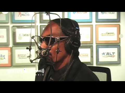 Snoop Dogg Freestyles on Morning Mash Up Live @ SiriusXM // Hits 1