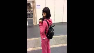 この写真で渡辺美優紀さんが着てるジャージは (多分)たかみなさんから...