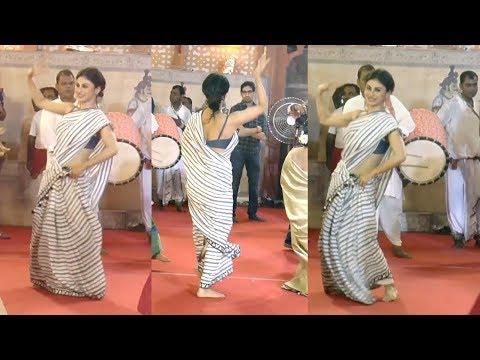 Mouny Roy के इस बंगाली Dance पर फ़िदा हो जायेंगे आप   Dussehra Celebration 2018