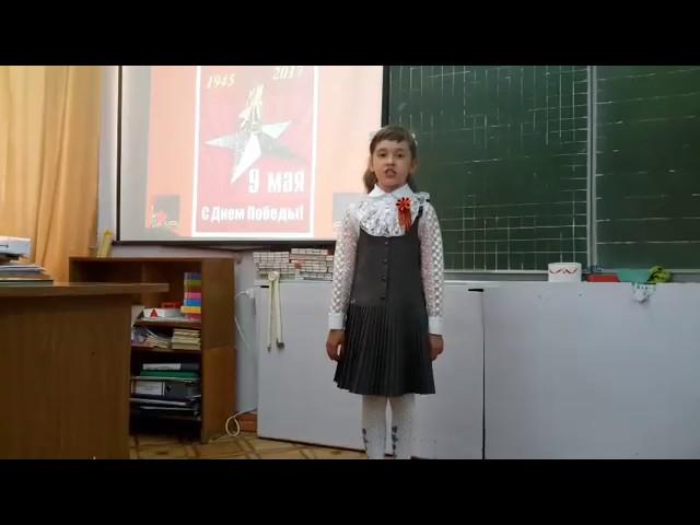 Изображение предпросмотра прочтения – ПолинаПетрова читает произведение «Фронтовая медсестра» (Разные писатели )