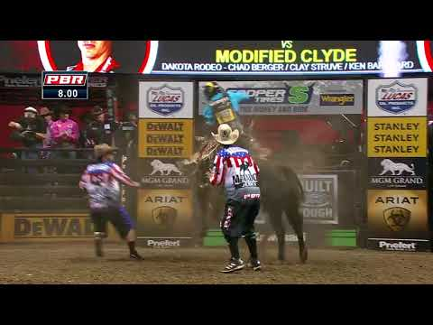 Mike Lee rides Modified Clyde for 86.25 points