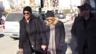 Baixar Bradley Cooper & Suki Waterhouse Reunite At Coachella | Splash News TV | Splash News TV