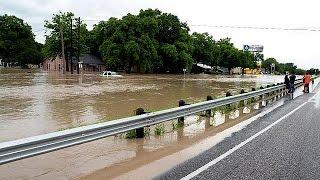 مقتل ثلاثة أشخاص في تكساس بسبب الفيضانات  26-5-2015