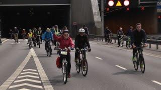 Drugi przejazd rowerzystów tunelem pod Martwą Wisłą